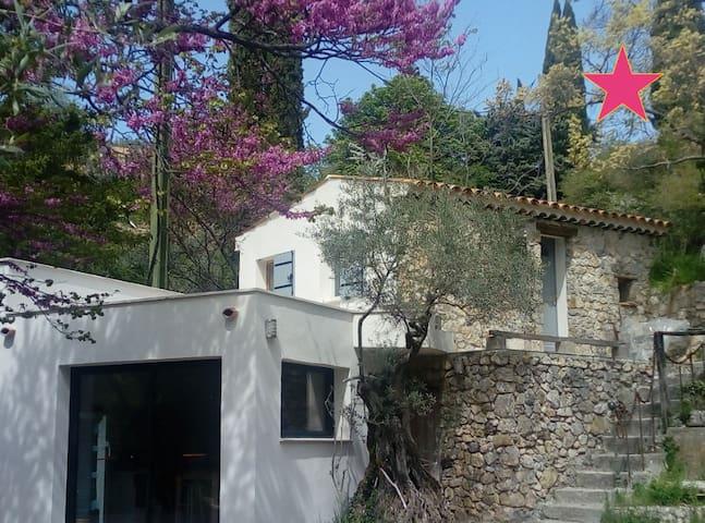 """""""Cabanon"""" rénové hors du village"""