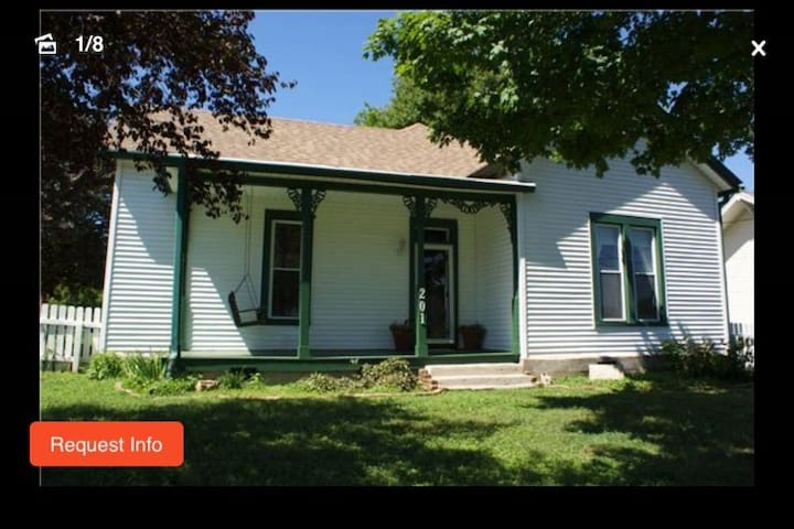 Large 2 bed/2 bath Farmhouse