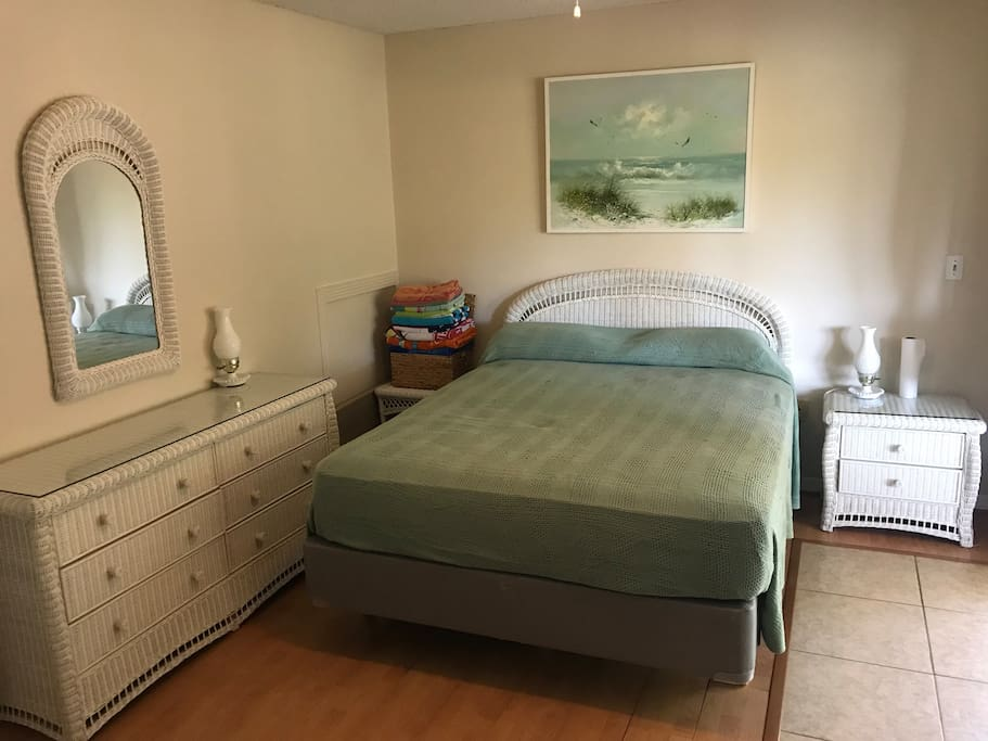 Clean room w/queen size Mattress