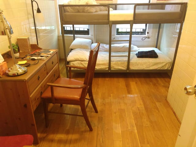 Bunk Bed in Queens, <20 min to Grand Central