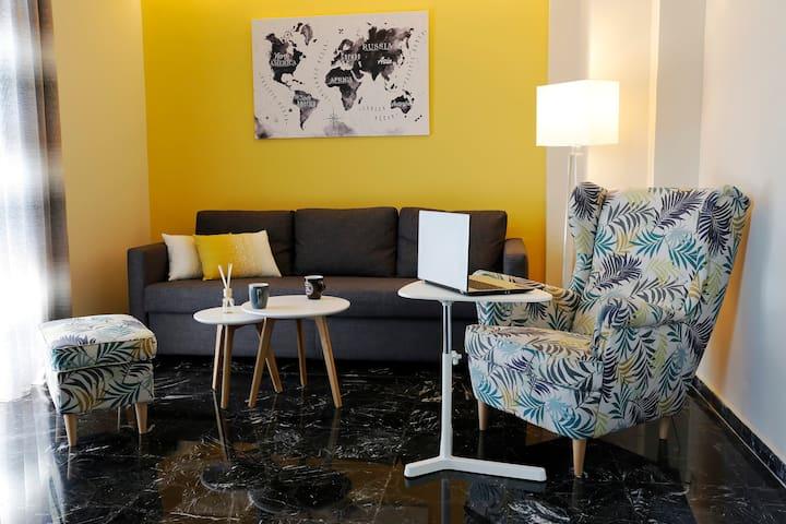 Koukaki Sunny Apartment
