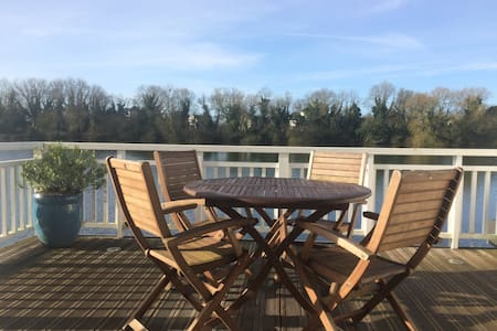 Beautiful 2 Bedroom Lakeside Lodge in Cotswolds - Cirencester - Dům