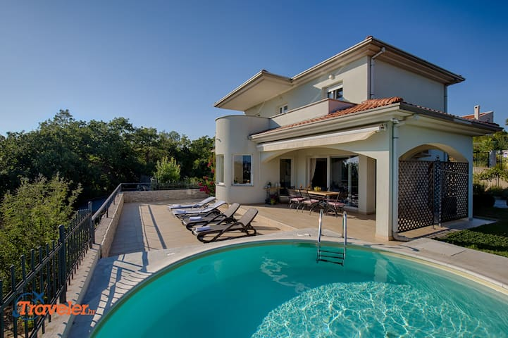 Modern villa with pool, 300 meters from the beach