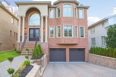 A brand new house 10 min to NYC