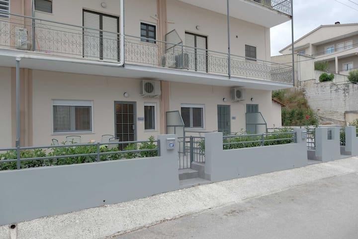 "Edelweiss Apartmets Ioannina ""Natural""."