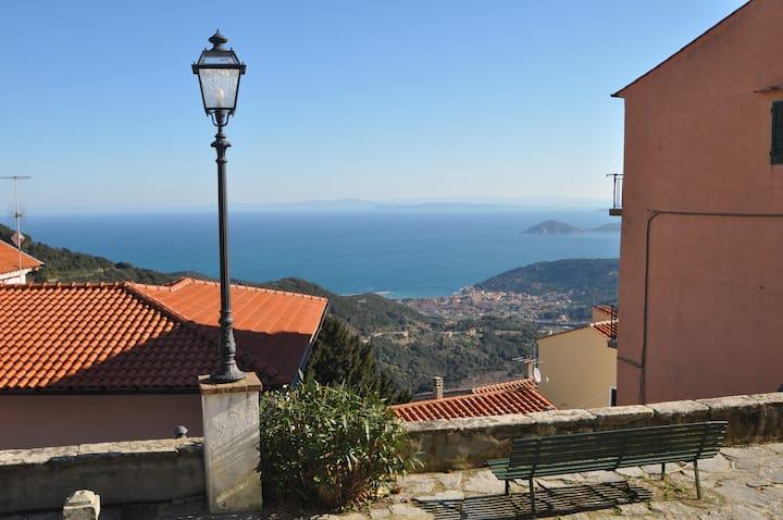 Vespa mini-house in Elba : house+ scooter free!