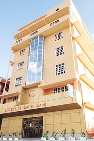 Hôtel d'affaires et familles - Port Louis - Bed & Breakfast