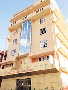 Hôtel d'affaires et familles - Port Louis - Aamiaismajoitus