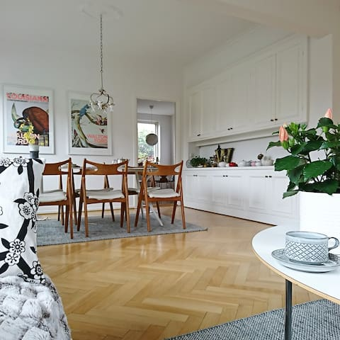 Villa Retro: Scandinavian modern meets nature