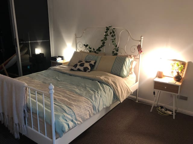 Master Private Bedroom - 10min from CBD