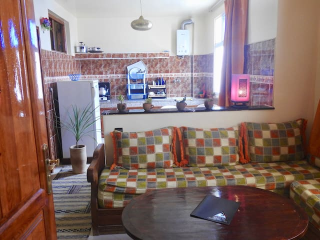 Private double room in lovely 2 bedroom apartment