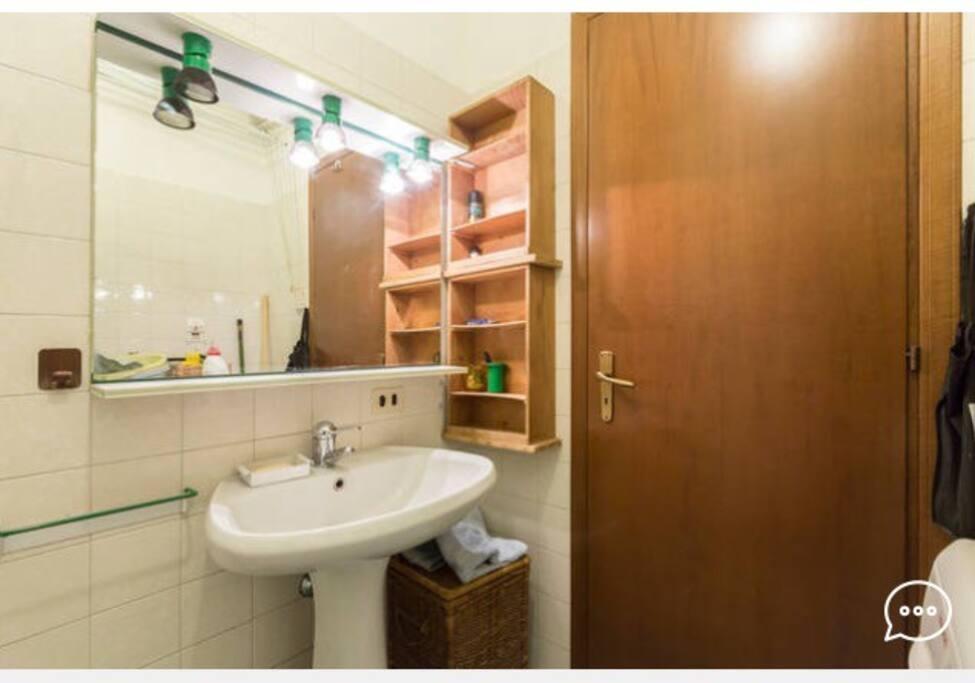 Bagno privato con doccia- private bathroom