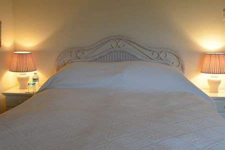 Mulsford Cottage, B&B, King Size En-suite, Wrexham