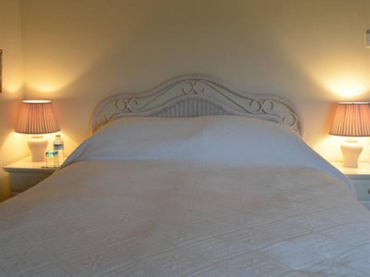 Mulsford Cottage, B&B, King Size En-suite, Wrexham