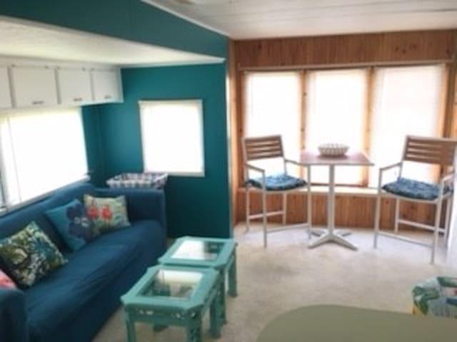 Dunedin Retreat 5 minutes from Honeymoon Island