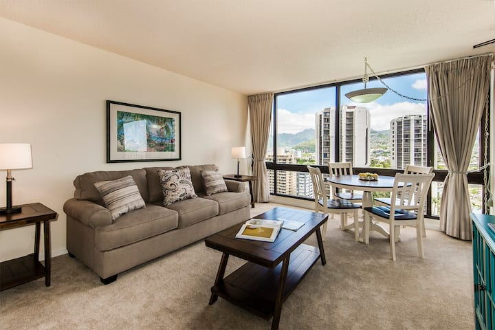*Professionally Sanitized*Close to Beach+Updated+Great Amenities+Free Parking - Waikiki Sunset Mountain 1 BDR on the 19th Floor B