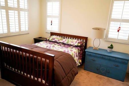 DIAMOND BAR 高档社区 一楼独立卧室 独立卫生间 特价出租 - ไดมอนด์ บาร์