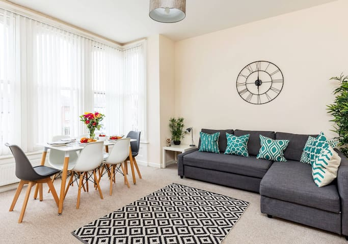 Hannah's home - beautiful and spacious 2 bed flat