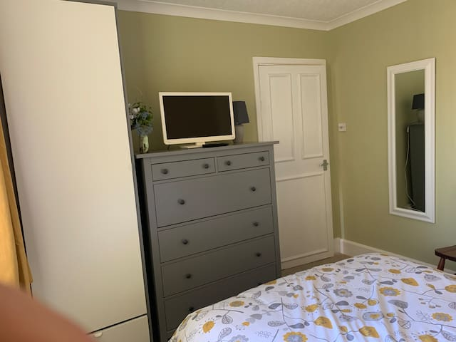 Lots of storage space in the bedroom