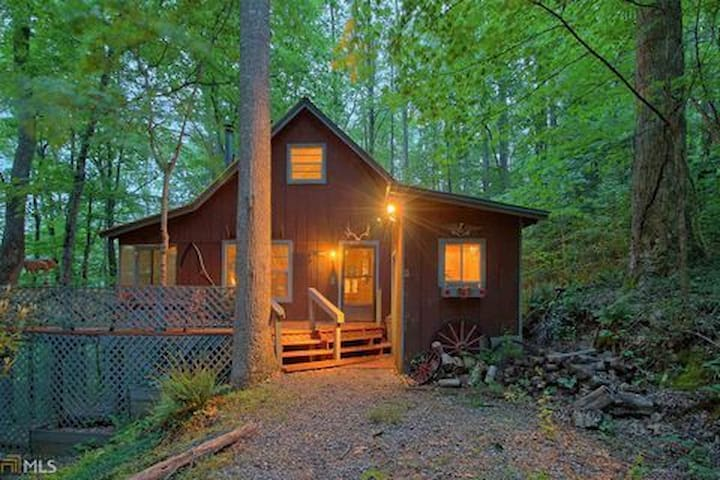 Chestnut Mountain Rustic Cabin Retreat