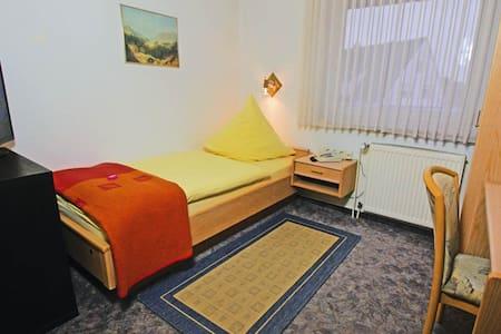Einzelzimmer für Privatreisende & Monteure inkl. W-Lan für 3 Geräte
