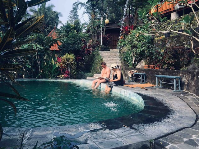 Honey Moon Cottage River View-Riverside Jogja