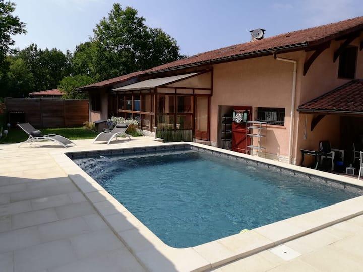 Maison vacances centre Léon piscine et cheminée