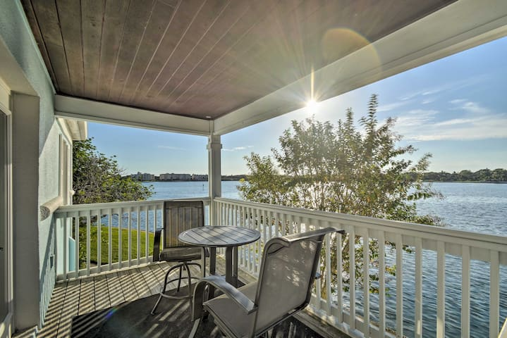 Waterfront St. Petersburg Condo - 5 Mi. to Dwntwn!