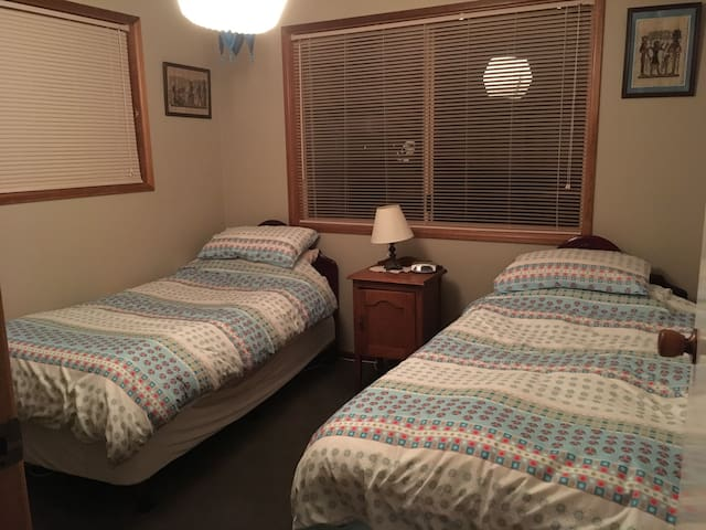 Twin room in country near T'mba
