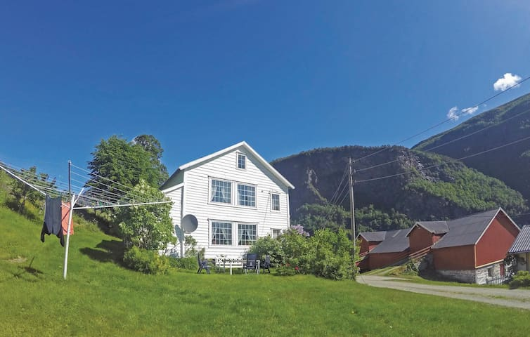 Holiday cottage with 3 bedrooms on 135 m² in Luster