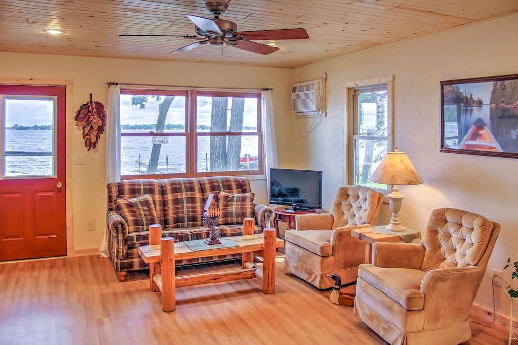 Recently remodeled in 2017, the cabin offers splendid views of the lake from the windows in the living area.