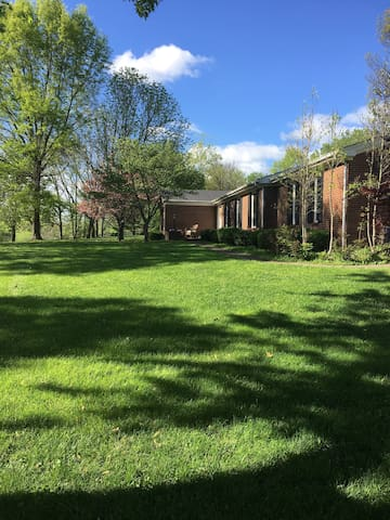 Refinished Basement in Kentucky Countryside - Richmond - Maison