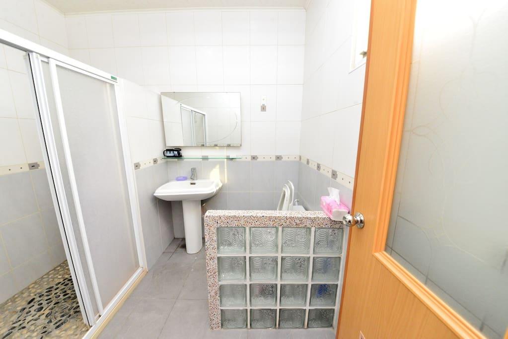 春風套房的乾濕分離衛浴1