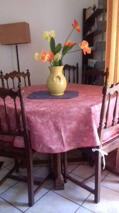 une salle à manger conviviale.
