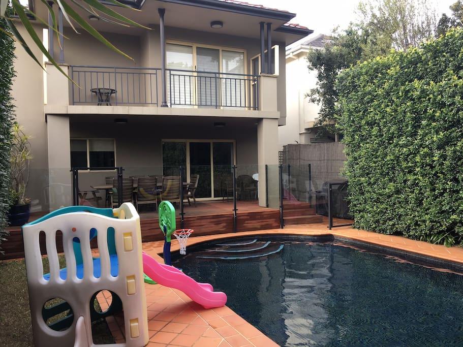 Rear deck & pool