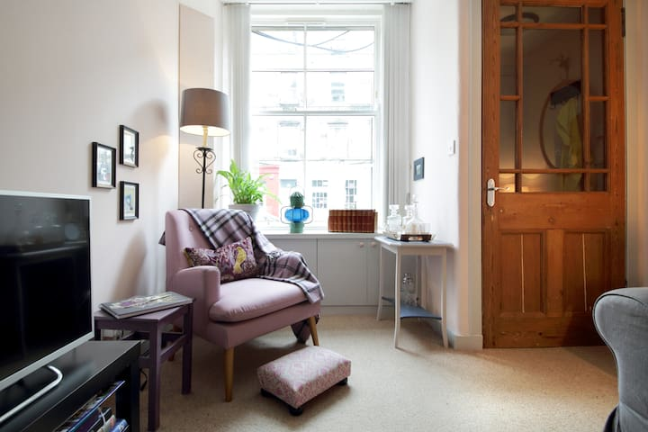 Stylish city centre flat , clean and welcoming
