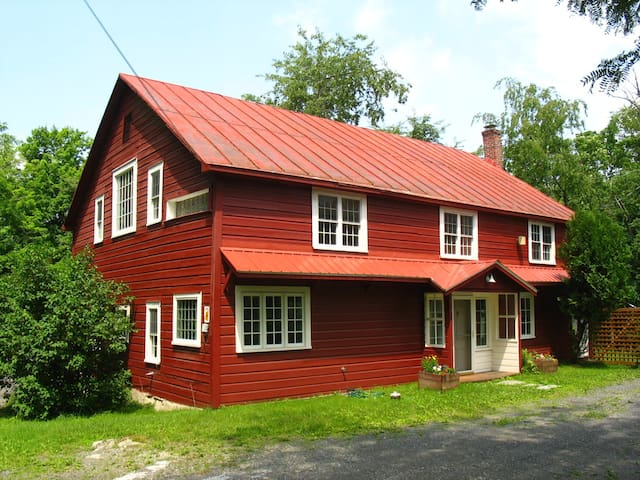 The Stanley Bate Barn - Craryville - House