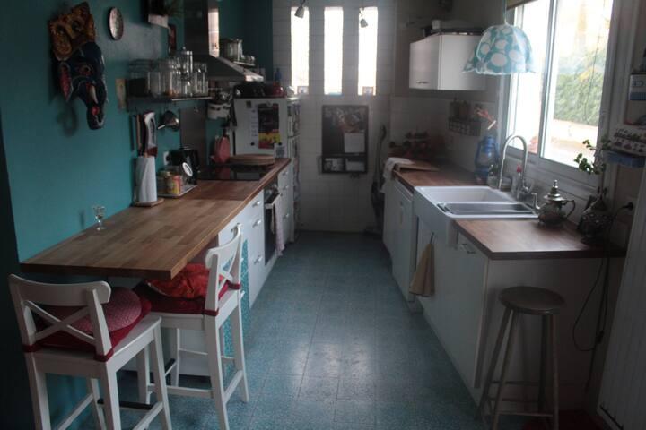Cuisine de 8 m2 ouverte sur le salon