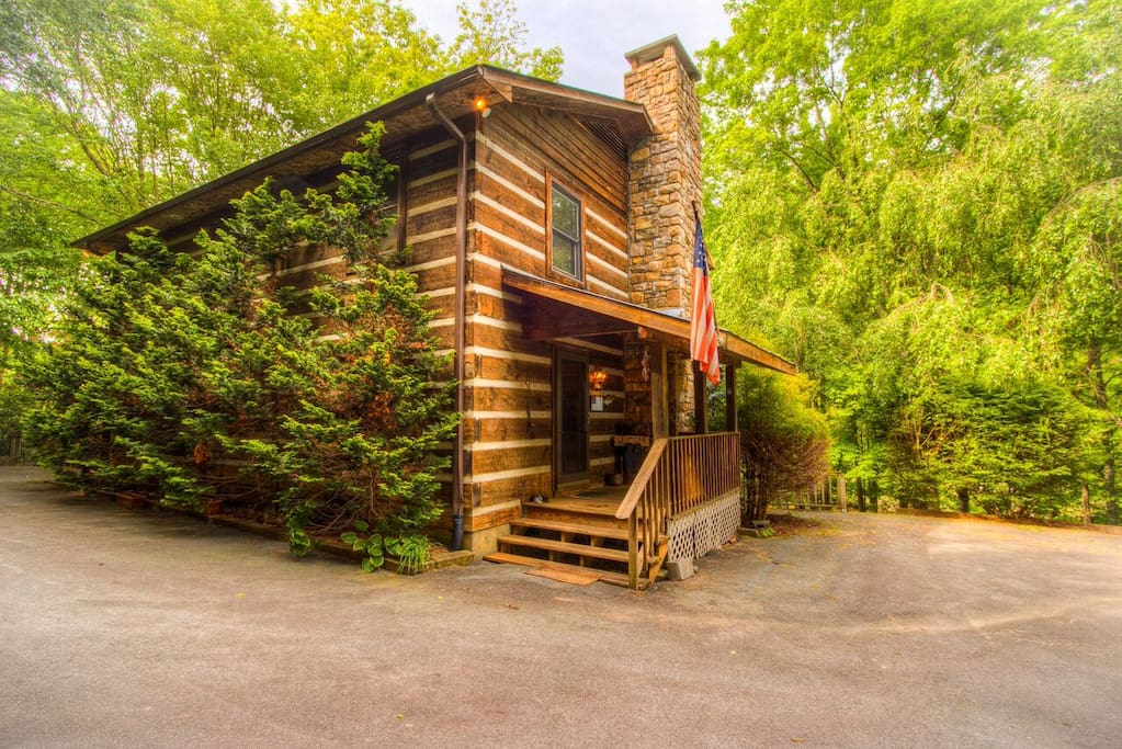 Waters edge on the new river cabins for rent in boone for Cabin rentals in boone north carolina