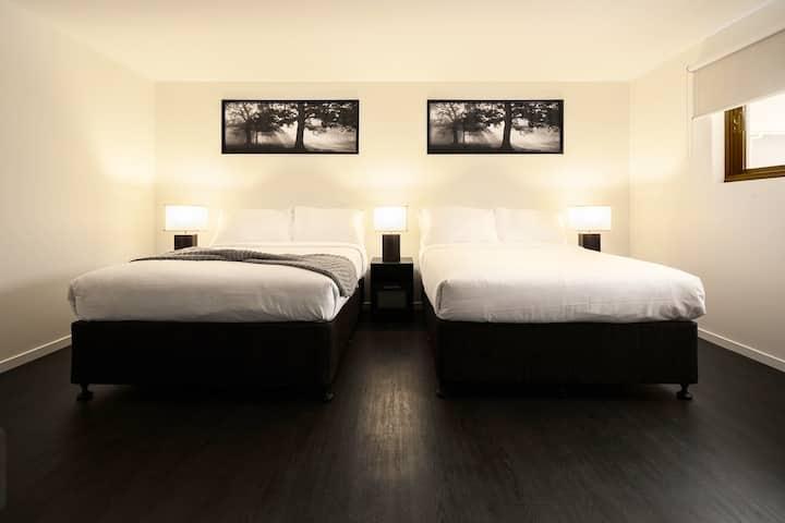 Ascot Budget - Modern 2 Bedrooms (Sleeps 6)