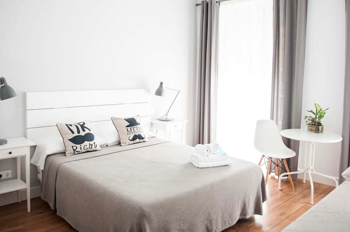 Smile & Co Hostal Alicante: Triple room