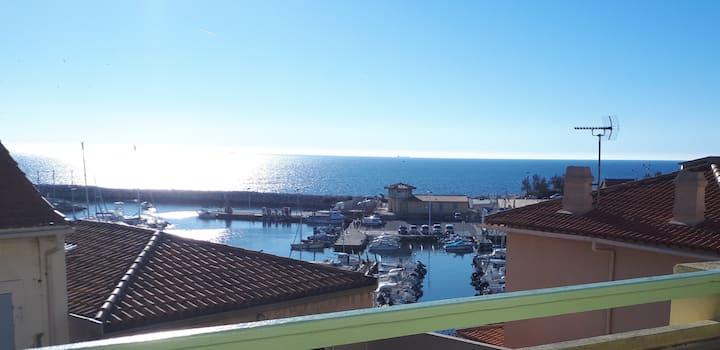 magnifique vue mer et port.