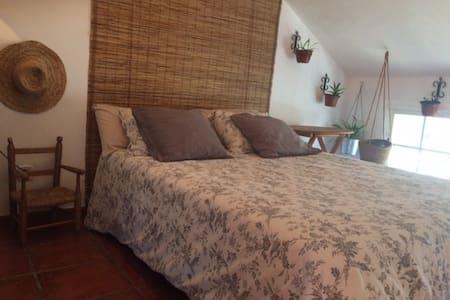Habitación doble con salón y terraza privada - Valdemorillo - Bed & Breakfast