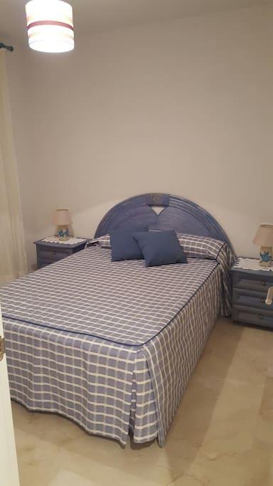 Camera matrimoniale con armadio spazioso