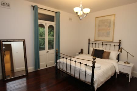 Historic terrace in Central Sydney - Millers Point - 独立屋