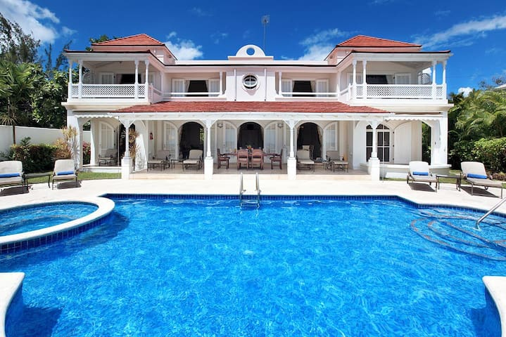 A Luxurious And Stylishly Furnished Beachfront Villa - Lower Carlton - Villa