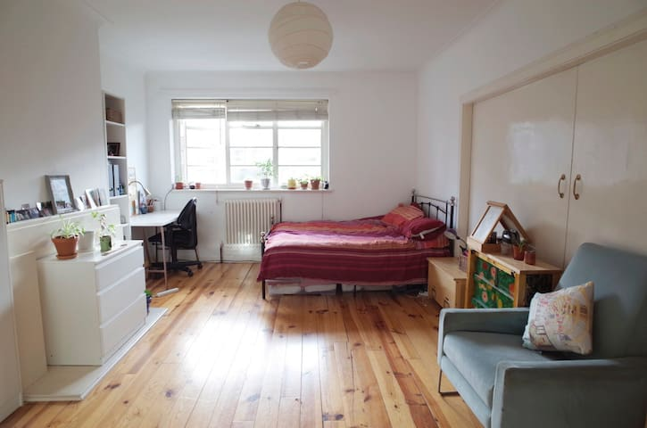 BIG Double Bed Room in a cozy & lovely flat