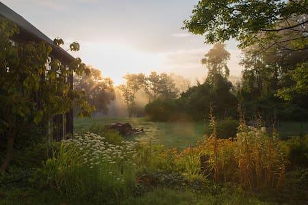 Modern Farmhouse Getaway - Germantown - Hus