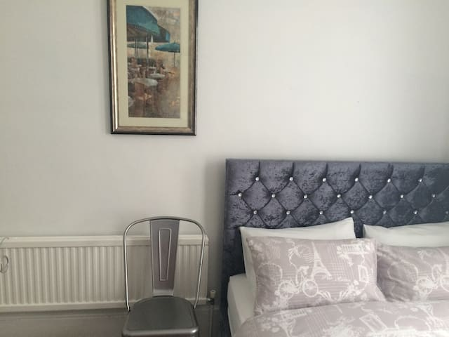 Lovely double  room by the sea - Hastings - Maison