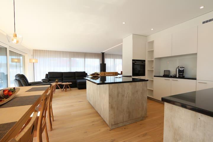 100qm Penthouse mit 250qm Dachterrasse & Whirlpool